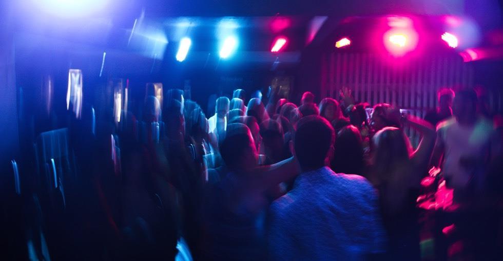 blur-club-crowd-801863