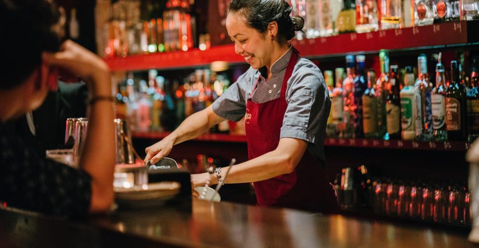 alcohol-apron-bar-1301547