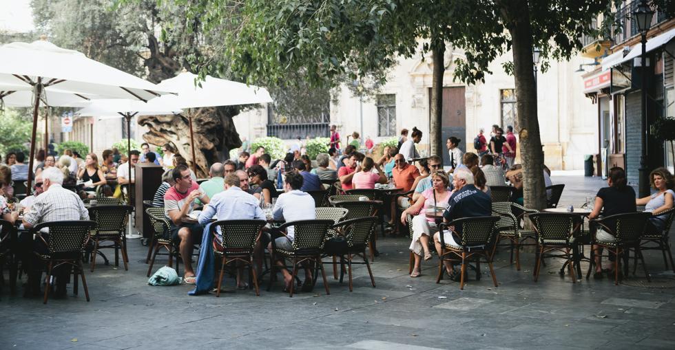 People flood back to restaurant