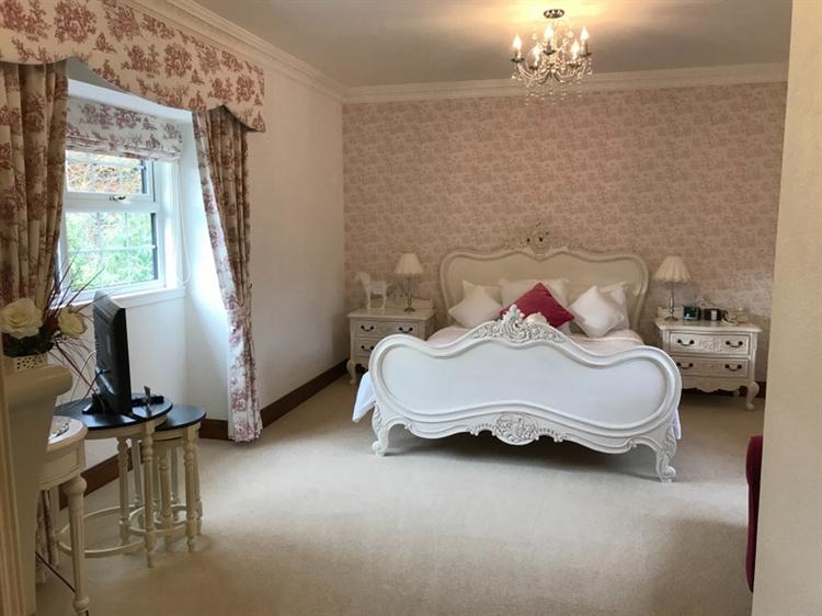 exceptional seventeen bedroom hotel - 5