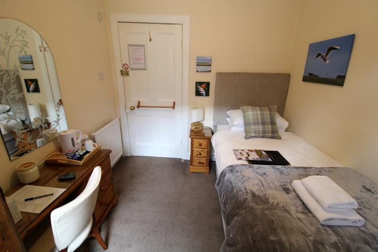 prestigious 5-bedroom b& b - 9