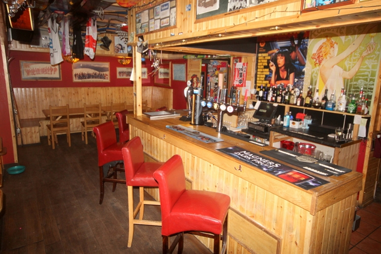 restaurant bar popular town - 12