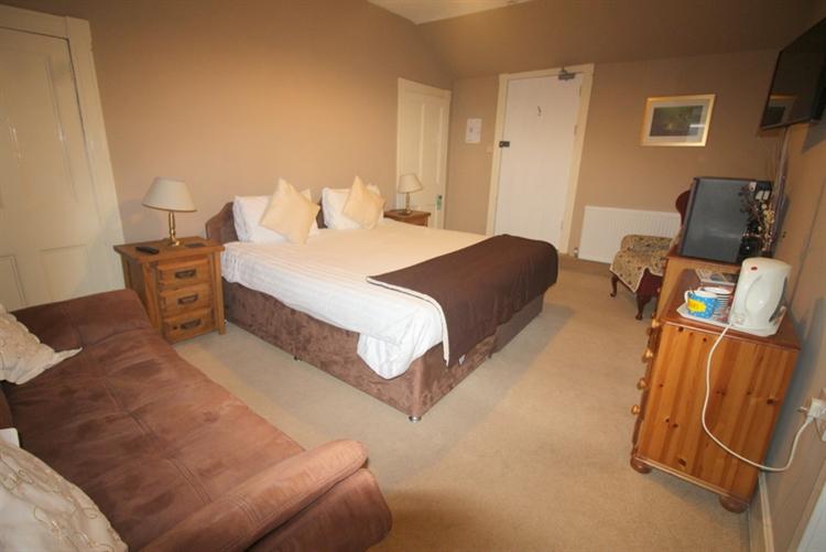 attractive 10 bedroom hotel - 8