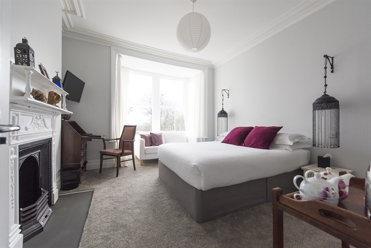 beautifully refurbished presented guest - 5