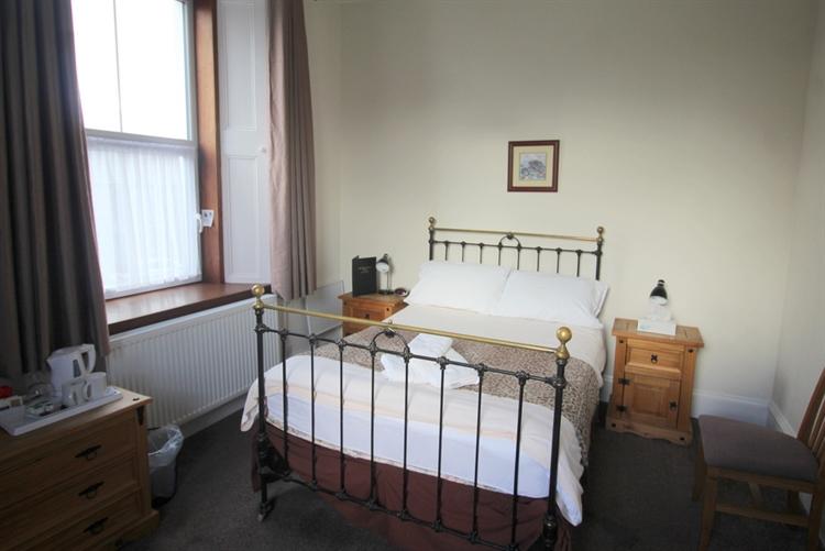 attractive profitable 8-bedroom hotel - 11