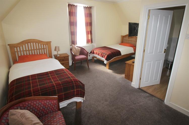 substantial attractive 8-bedroom hotel - 11