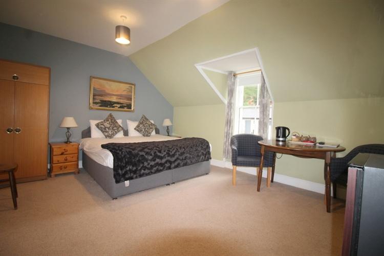 attractive 10 bedroom hotel - 10
