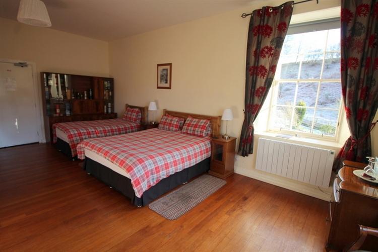outstanding six bedroom guest - 7