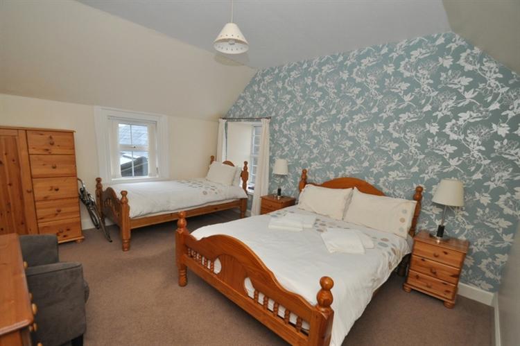 charming 9-bedroom hotel set - 13
