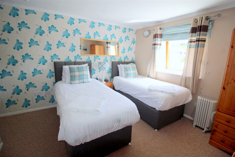 substantial 7-bedroom guest house - 9