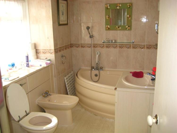 freehold 8 bedroom residential - 8