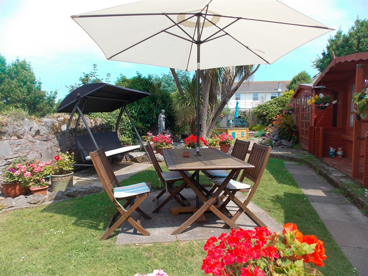 spacious superbly maintained guest - 11