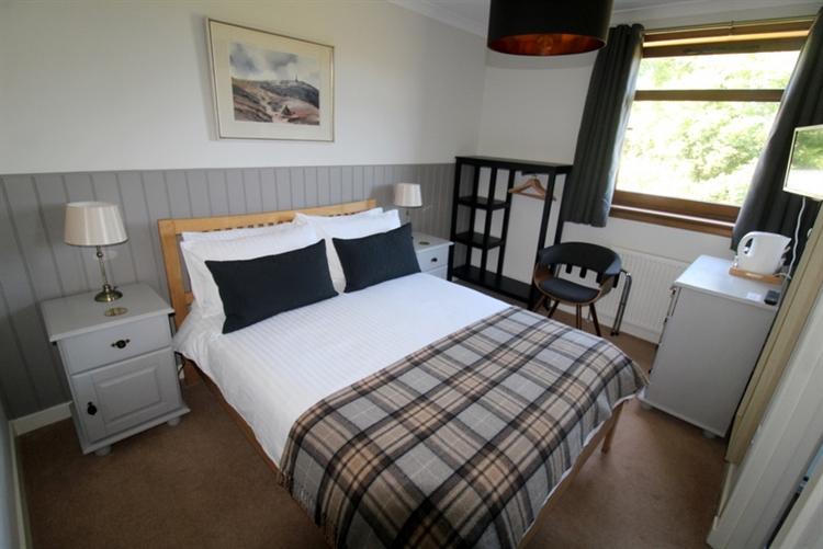 modern 9-bedroom guest house - 6