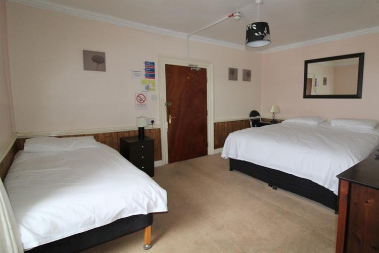 substantial 12-bedroom hotel lochcarron - 9