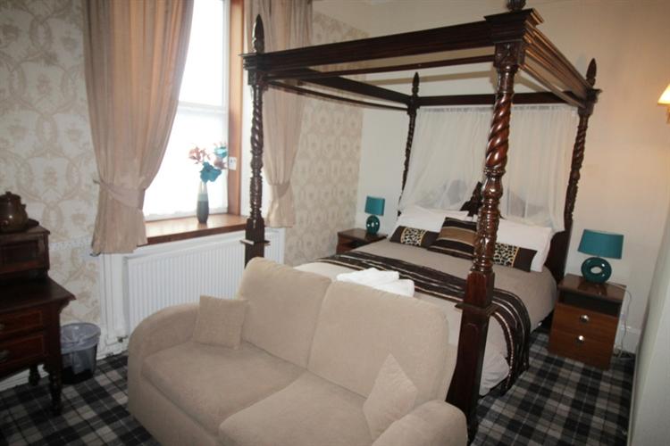 attractive profitable 8-bedroom hotel - 12