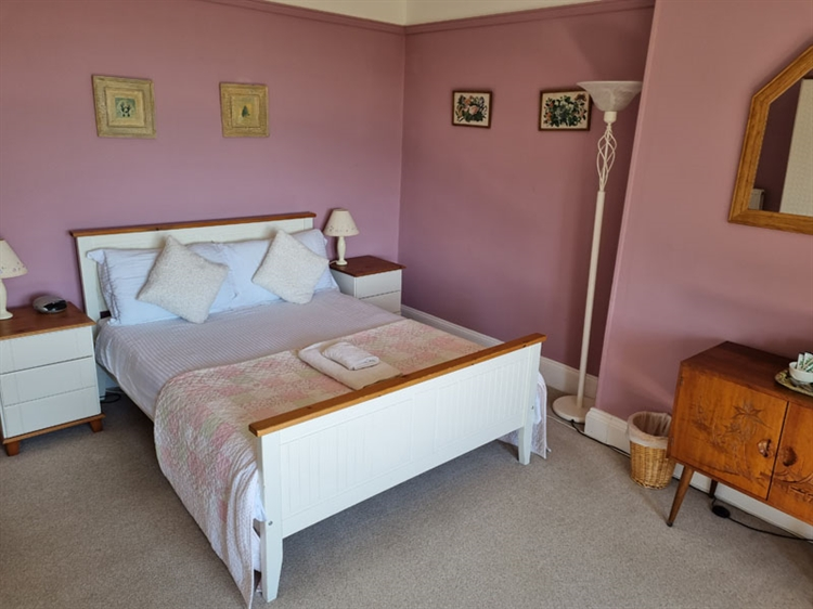 outstanding residential self-catering guest - 7