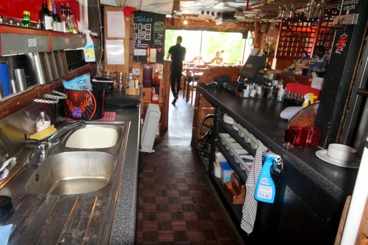 restaurant bar popular town - 8