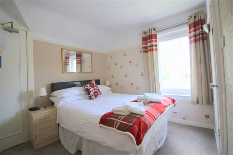 substantial 7-bedroom guest house - 5