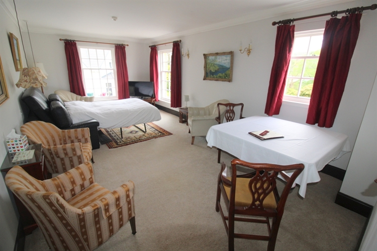 spectacular 18-bedroom hotel set - 9