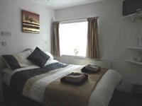eleven bed hotel ten - 3