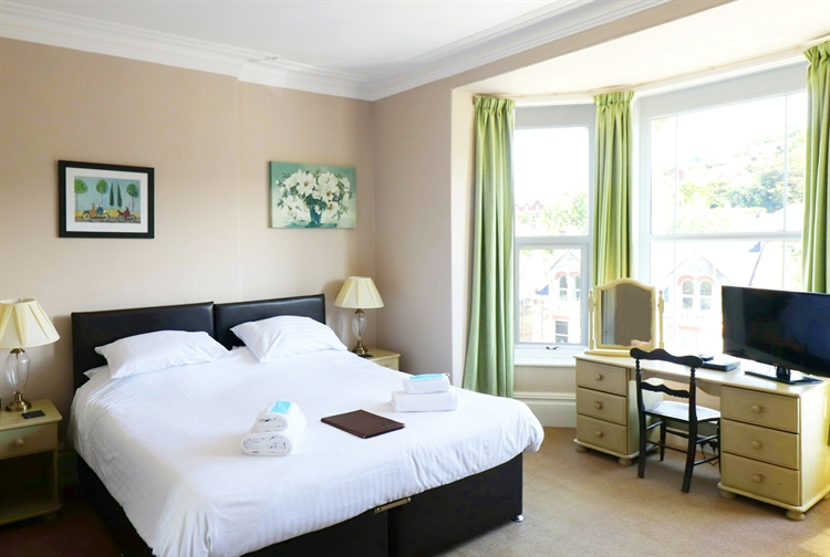 well presented guest house - 11