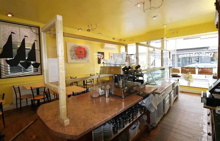 thriving cafe deli close - 4
