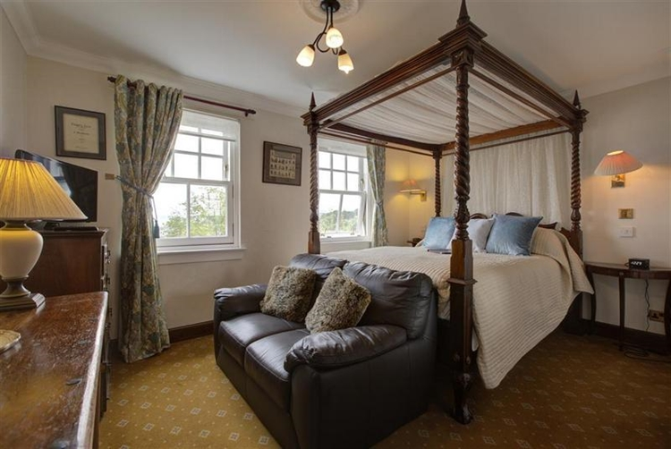 charming 6-bedroom guest house - 10