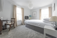 beautifully refurbished presented guest - 2