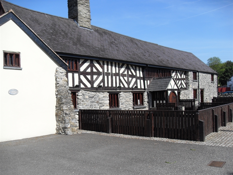 wales' finest medieval inn - 10