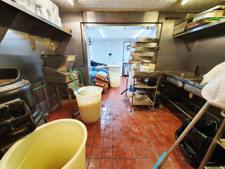 freehold fish& chip shop - 4