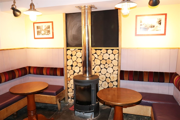 freehold freehouse with accommodation - 4