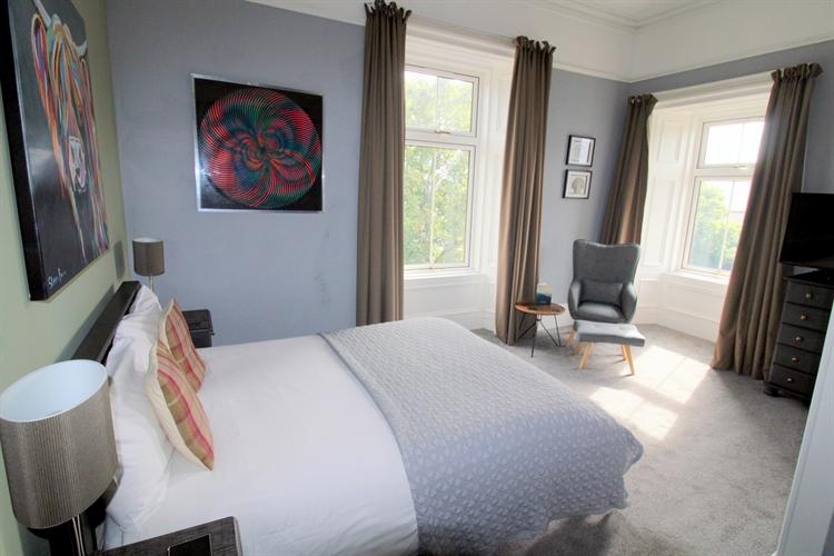 outstanding 8-bedroom b& b - 8