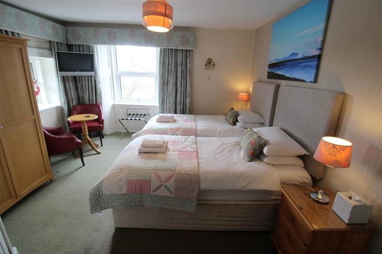 prestigious 5-bedroom b& b - 6