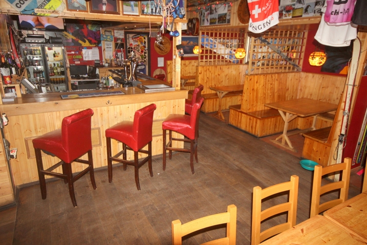 restaurant bar popular town - 10