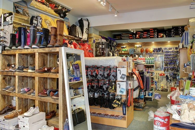 yacht chandlery outdoor clothing - 4
