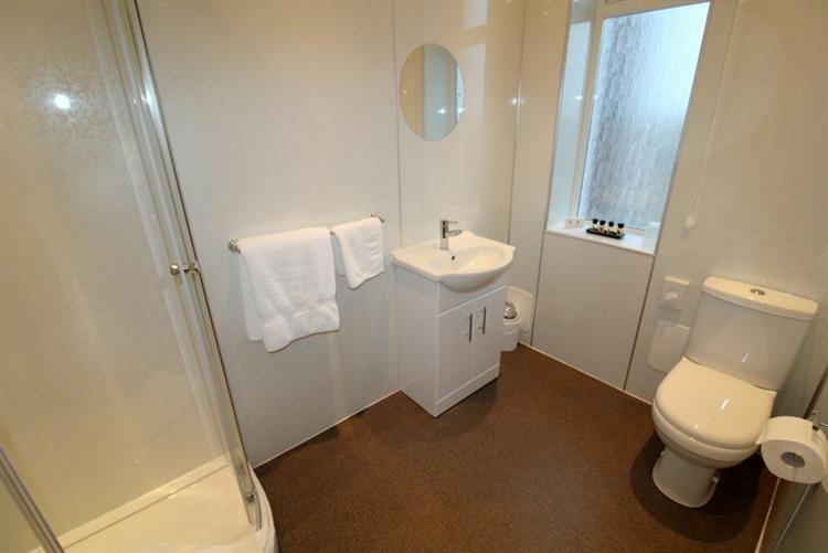 superb 5-bedroom guest house - 12