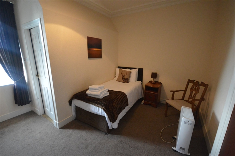 substantial town centre hotel - 7