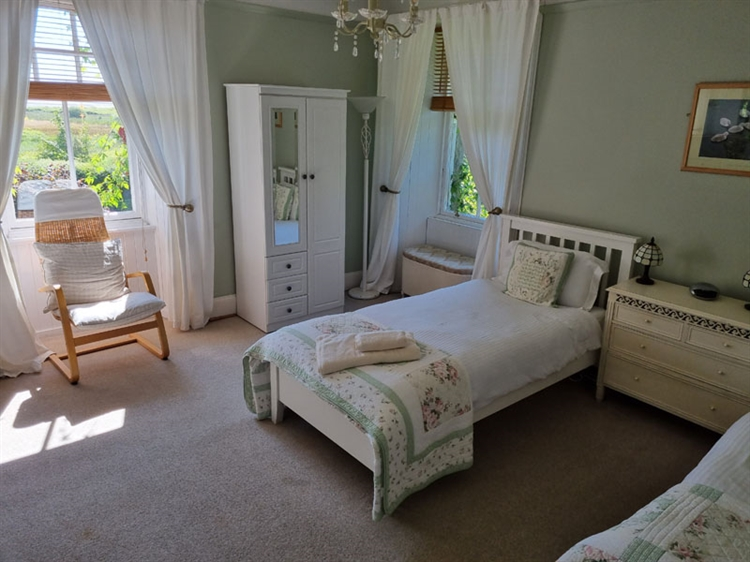 outstanding residential self-catering guest - 6