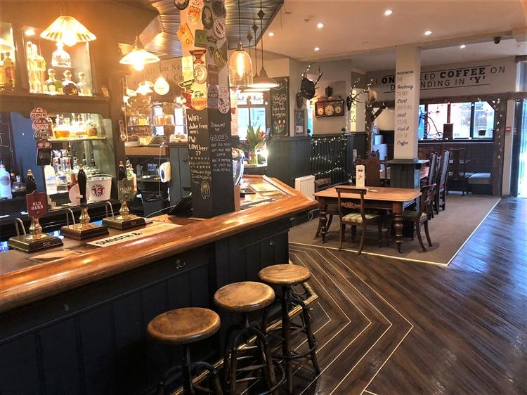 thriving town centre pub - 7