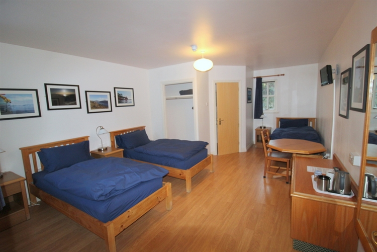 charming inn bunkhouse set - 12