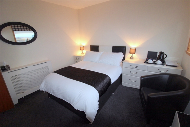 superb 5-bedroom guest house - 9