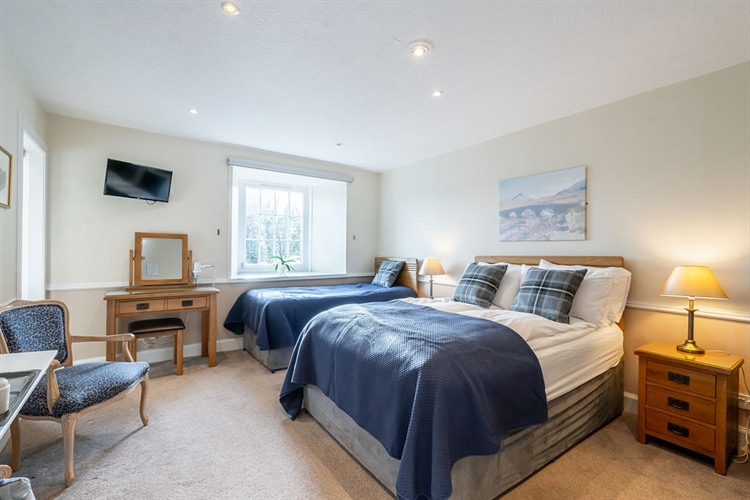 beautifully presented guest house - 10