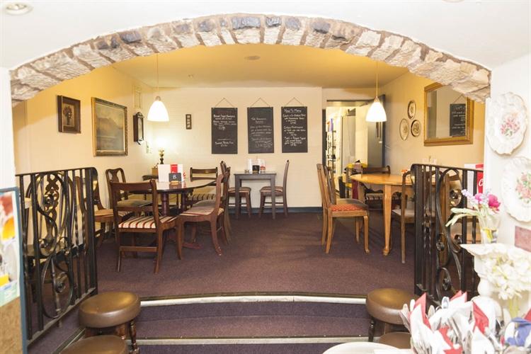 under offer freehold café - 5