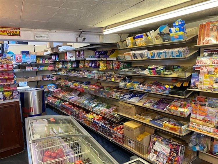 leasehold newsagents located warwick - 8