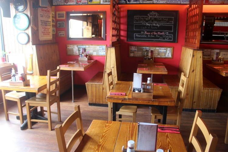 restaurant bar popular town - 5