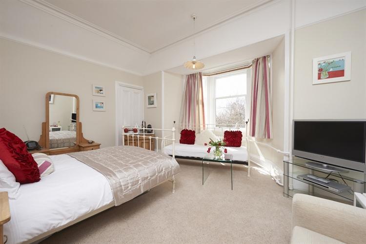 stunning guest house set - 11