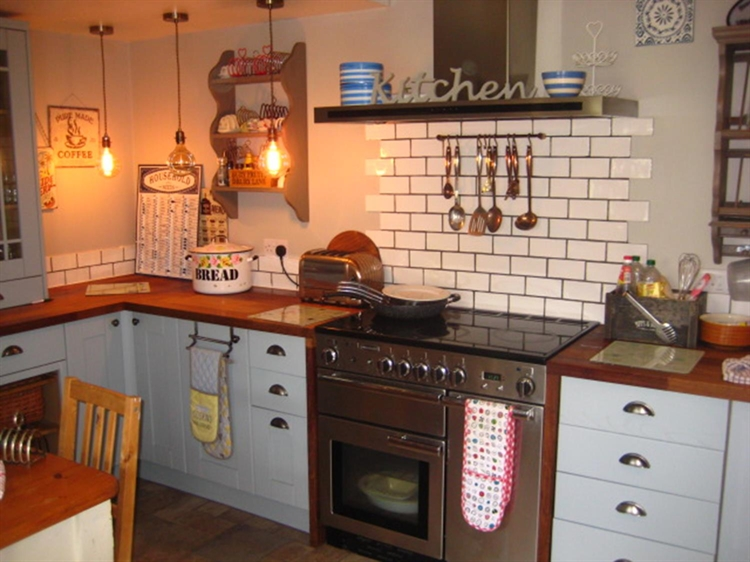 freehold guest house located - 5