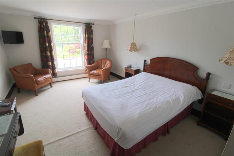 spectacular 18-bedroom hotel set - 6