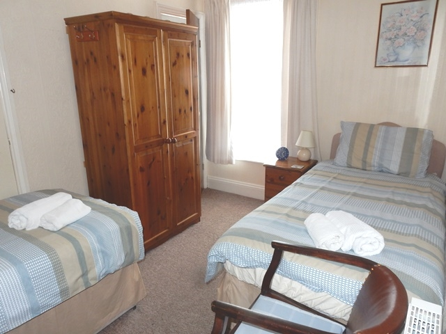 freehold five bedroom guest - 4