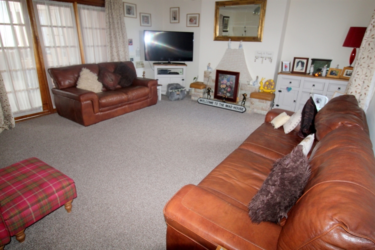 substantial 7-bedroom guest house - 13